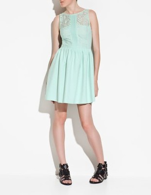 zara sukienka z nadrukiem pistacjowa