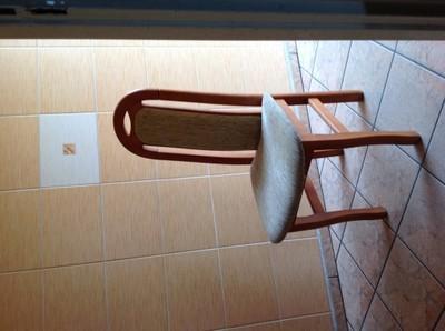 krzes�o używane drewniane tapicerowane 6761859504
