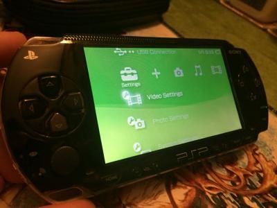 PSP przerobiona 16gb futerał Sony 3 UMD + 20gier