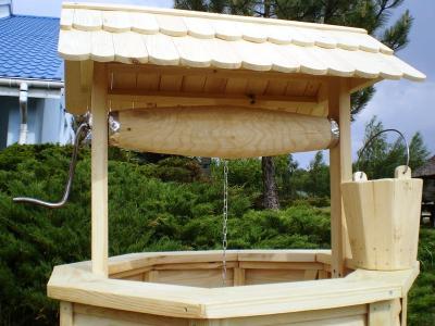 Studnia Ogrodowa Z Drewna Drewniana Z Drzwiczkami