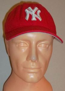 CZAPKA CZERWONA NE New York Yankees 58,7 cm