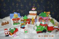 Świąteczna wioska i pociąg Mikołaj Little People