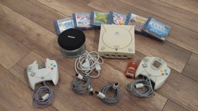 Dreamcast + 2 Pady + Gry