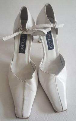b9e74448 Buty damskie RYŁKO 39 białe sandały czółenka - 6979930872 ...