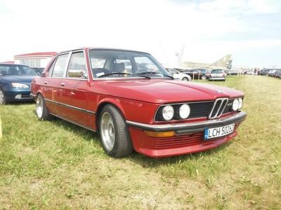 BMW E12 528i