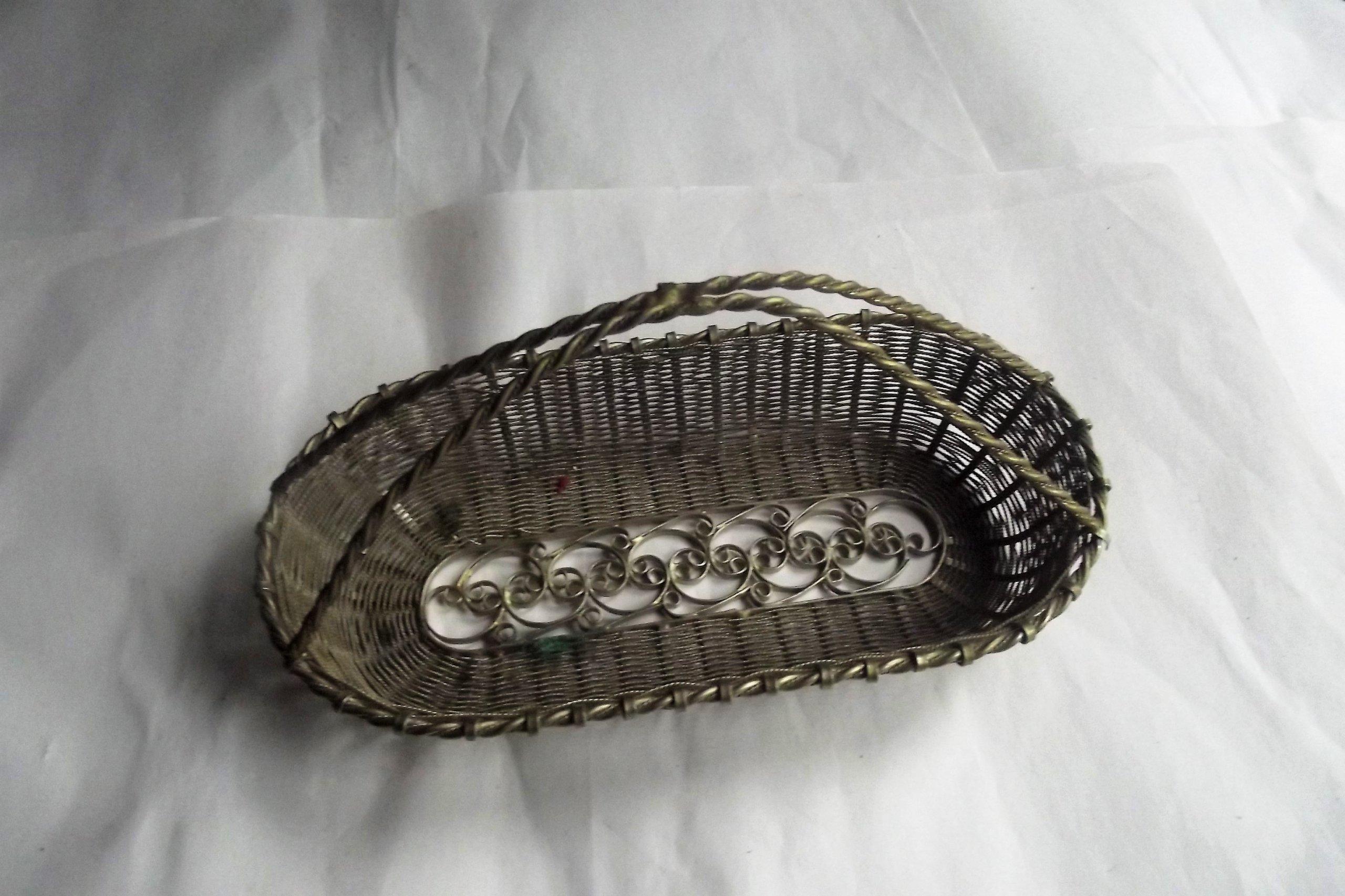 Stary koszyk ażurowy