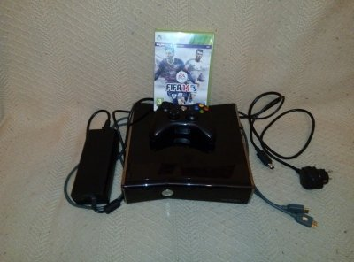 Xbox 360 Slim 250GB + FIFA 14 + HDMI Microsoft