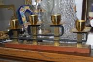 świecznik z drzewa tekowego i metalów