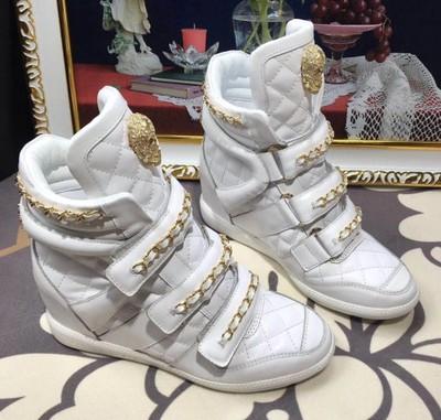 Białe sneakersy ze złotym łańcuchem CASADEI