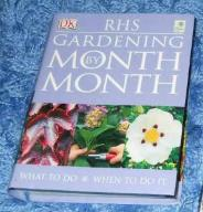 RHS GARDENING MONTH BY MONTH Ian Spence