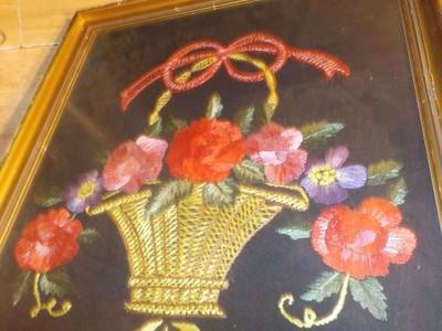 Obraz w ramie bukiet kwiatów w koszu,wyszywany