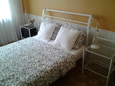łóżko Metalowe Kute Stoliki Nocne Gratis