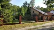 Dom z ładnym ogrodem do zamieszkania