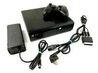 KONSOLA MICROSOFT XBOX 360 E 4GB PAD