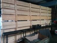 duże drewniane skrzynie
