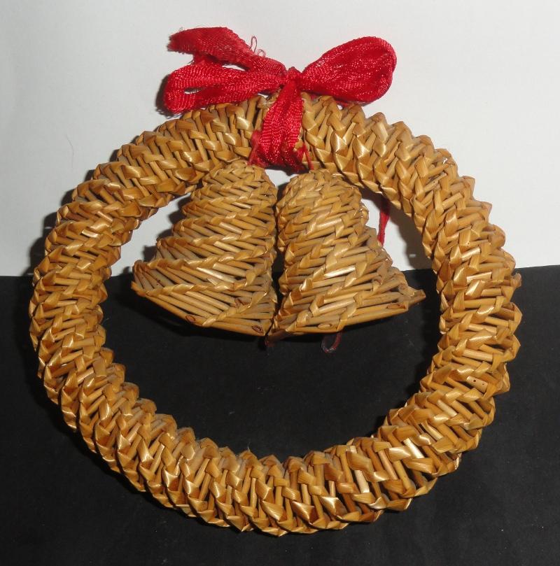 Wianek dzwonki plecione ze słomy ozdoba świąteczna