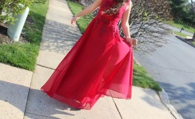 dd52b80cd2 Czerwona sukienka z perłami-czerwone wino