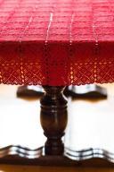 Szydełkowy czerwony obrus