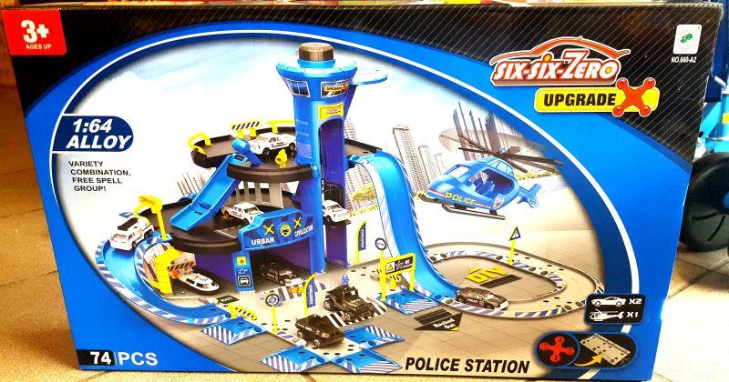DUZY PARKING AUTA POLICJA GARAŻ PARKING 74 EL