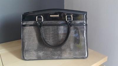 Elegancka torebka kuferek MONNARI lakier czarna