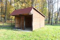 drewniany domek / stajnia