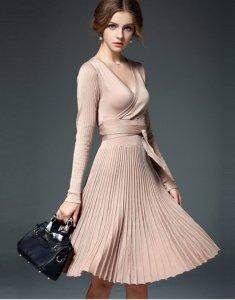 Plisowana dzianinowa sukienka