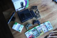 Konsola Xbox 360 Slim 320GB + Kinect + Gry