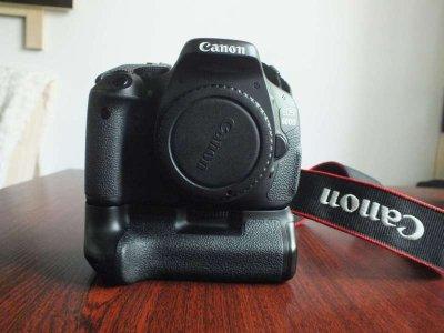 MEGA ZESTAW Canon 600D + 2 szkła + grip i 6 aku.