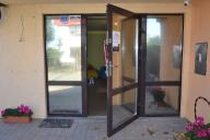 Witryna sklepowa aluminiowa, drzwi jednostrzydłowe