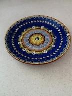 Zdobione ceramiczne talerze do podawania ciasta
