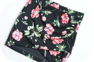 1210b99 NEW LOOK czarna SPÓDNICA w kwiatki _ 164cm