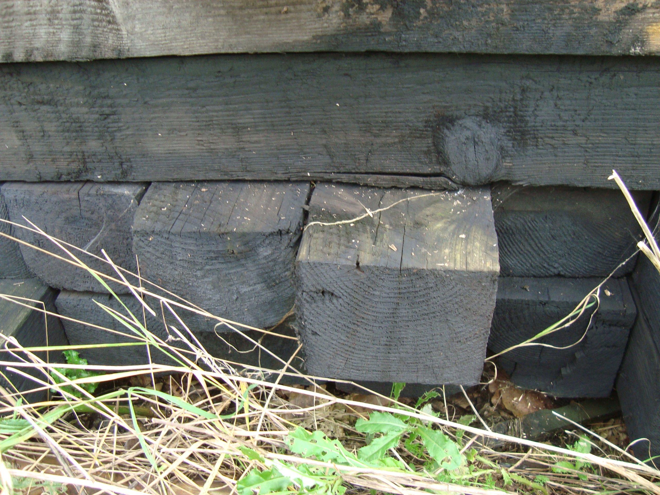 Słupki ogrodzenie 15x16x260 z podkładów kolejowych