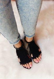 sandały płaskie z zakrytą piętą z frędzlami