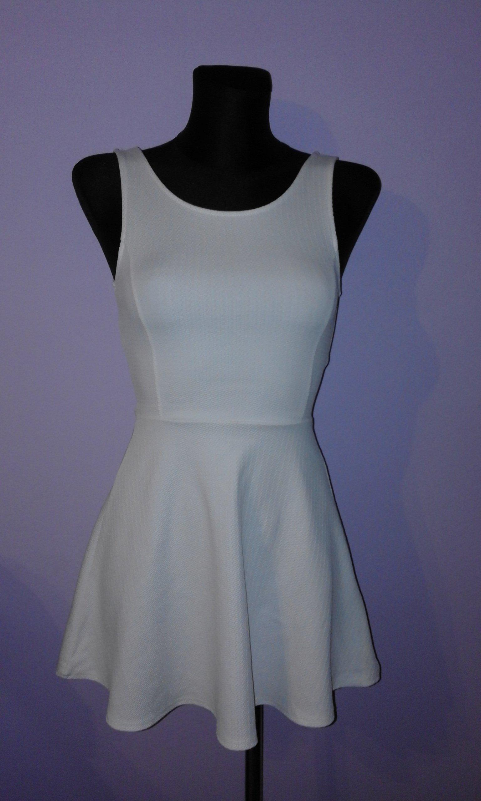 DIVIDED by H&M śliczna biała sukienka 32 34 XS