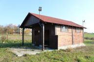 drewniany domek/stajnia