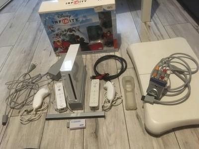 Wii  HDMI  Balance Board +11 gier Disney Infinity