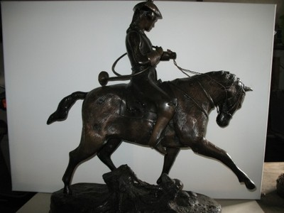 "Stara rzeźba z brązu ""Halabardnik"""