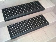 Nakładka gumowa ażurowa na schody DOMINO 80x25 cm