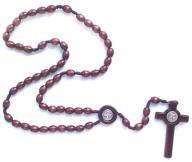 Różaniec drewniany z krzyżem Benedykta brąz