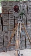 Lampa teatralna Loft statyw drewniany Sceniczna