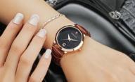 Skórzany zegarek damski - kwarcowy - brązowy