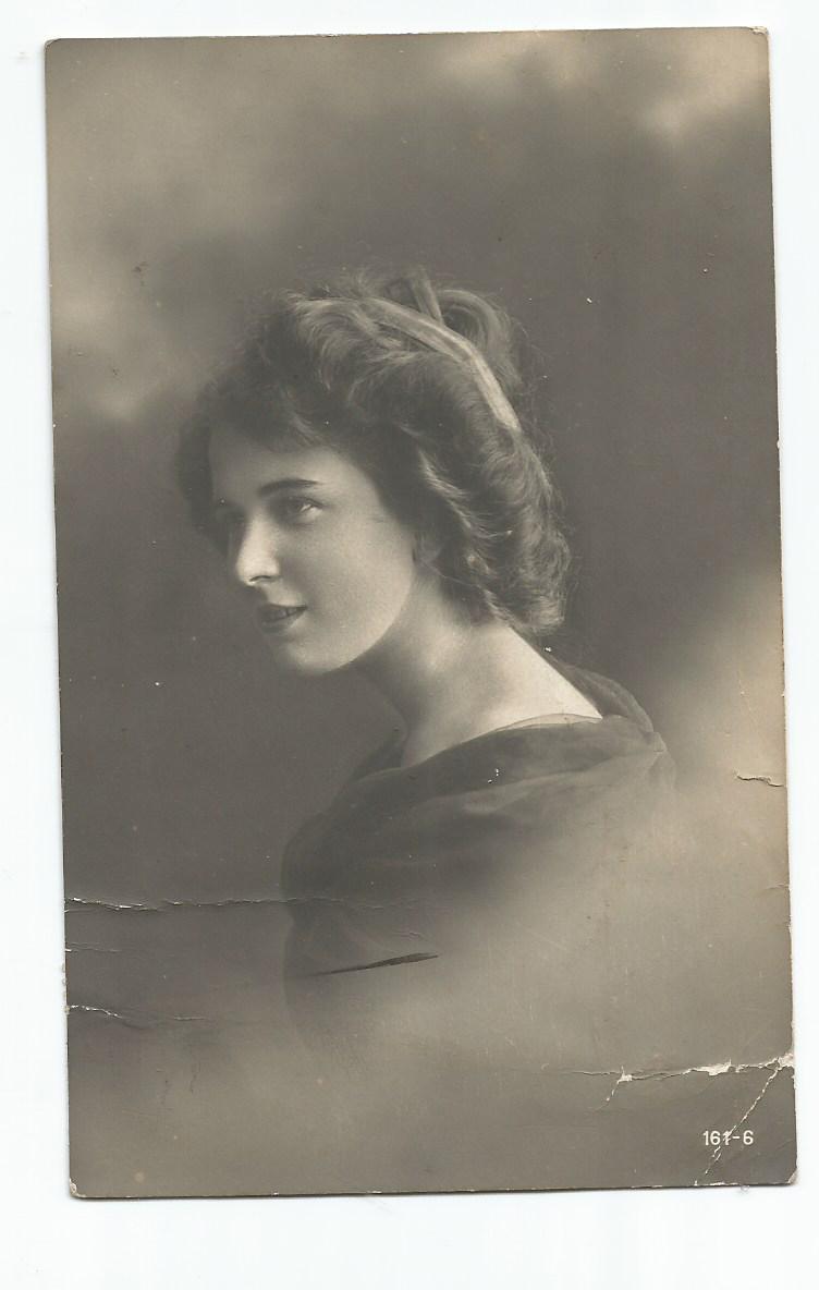 PArt-28-11-Portret kobiety-z lat 1900-15