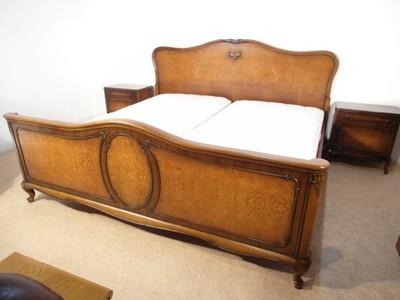 łóżko z szafeczkami