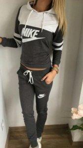 Archiwalne Dres zestaw damski Nike Bluza+Spodnie Warszawa