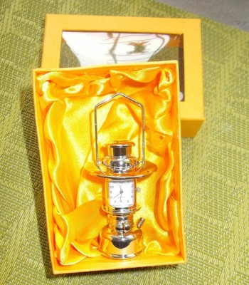 Zegarek ozdobny lampa naftowa latarnia