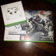 Xbox One S 1 TB + 2 pady + Gears of War ! GW24