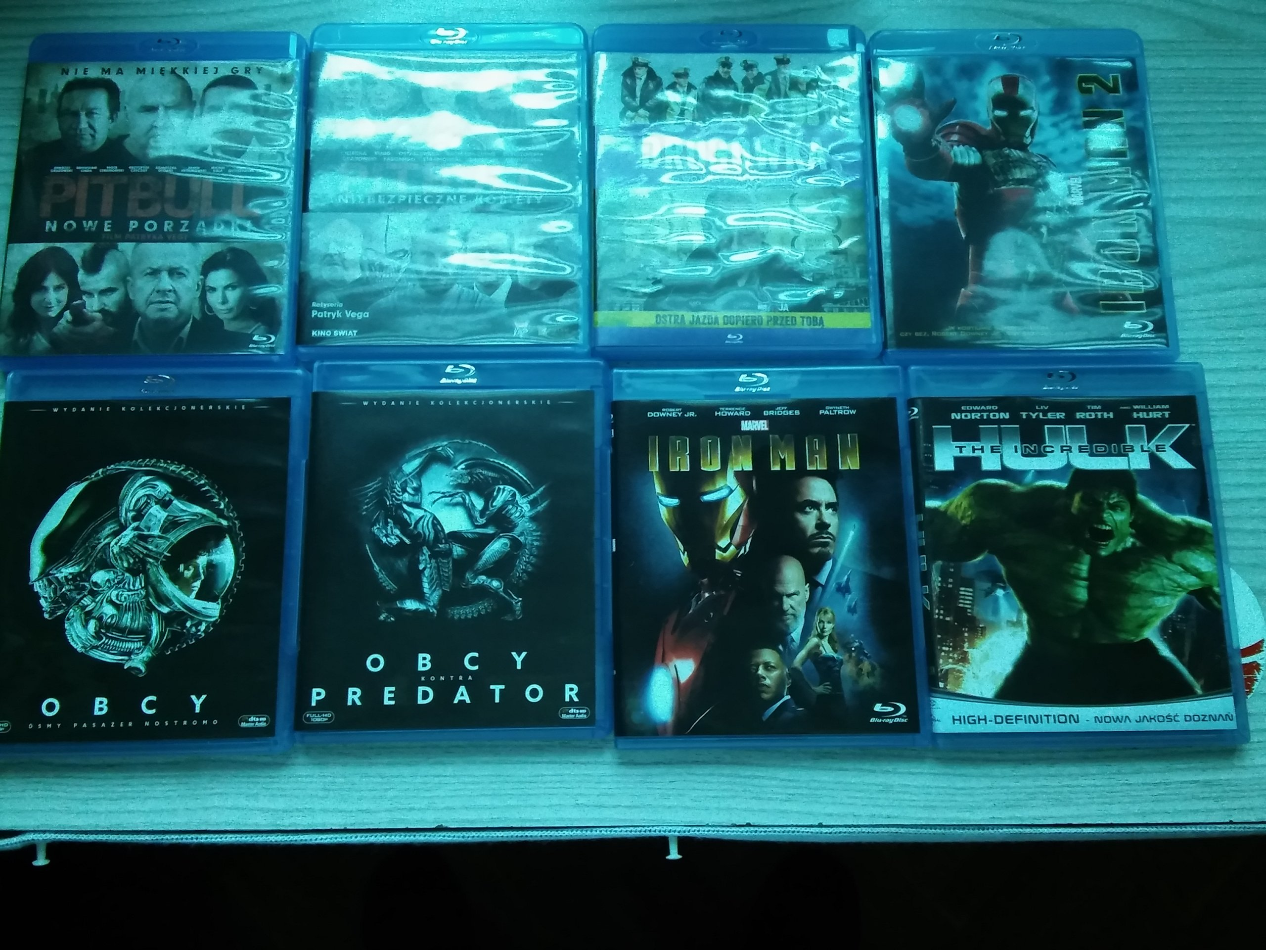 Zestaw 8-u filmów na BLU RAY plus prezent film DVD