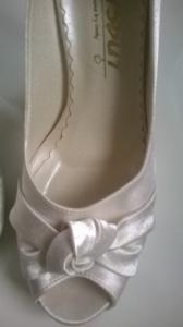 f1e07ff2 NOWE !!! buty ślubne 38, satyna, kolor śmietankowy - 4803031588 ...