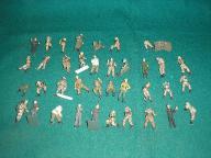 Żołnierzyki -złom figurkowy do dioramy 40 element