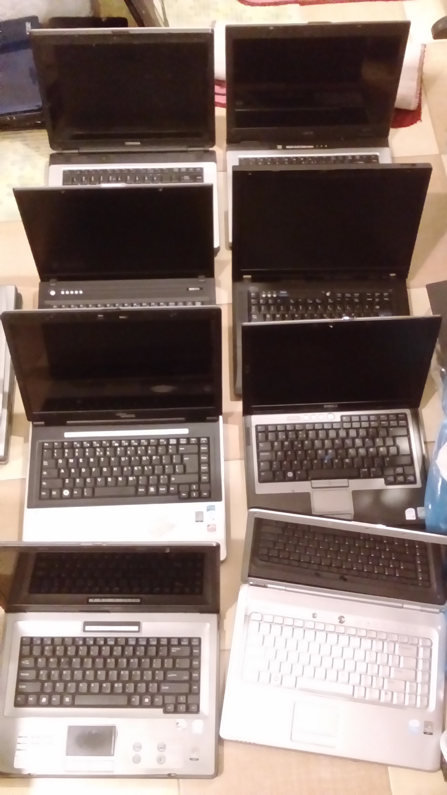 laptopy 16 sztuk.